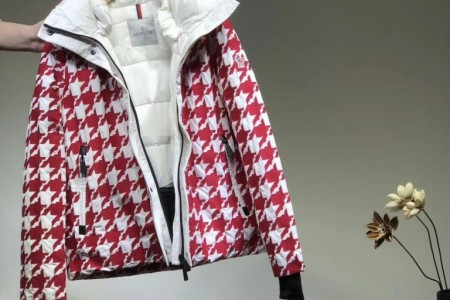 最新的moncler蒙口千鸟格滑雪双色羽绒服